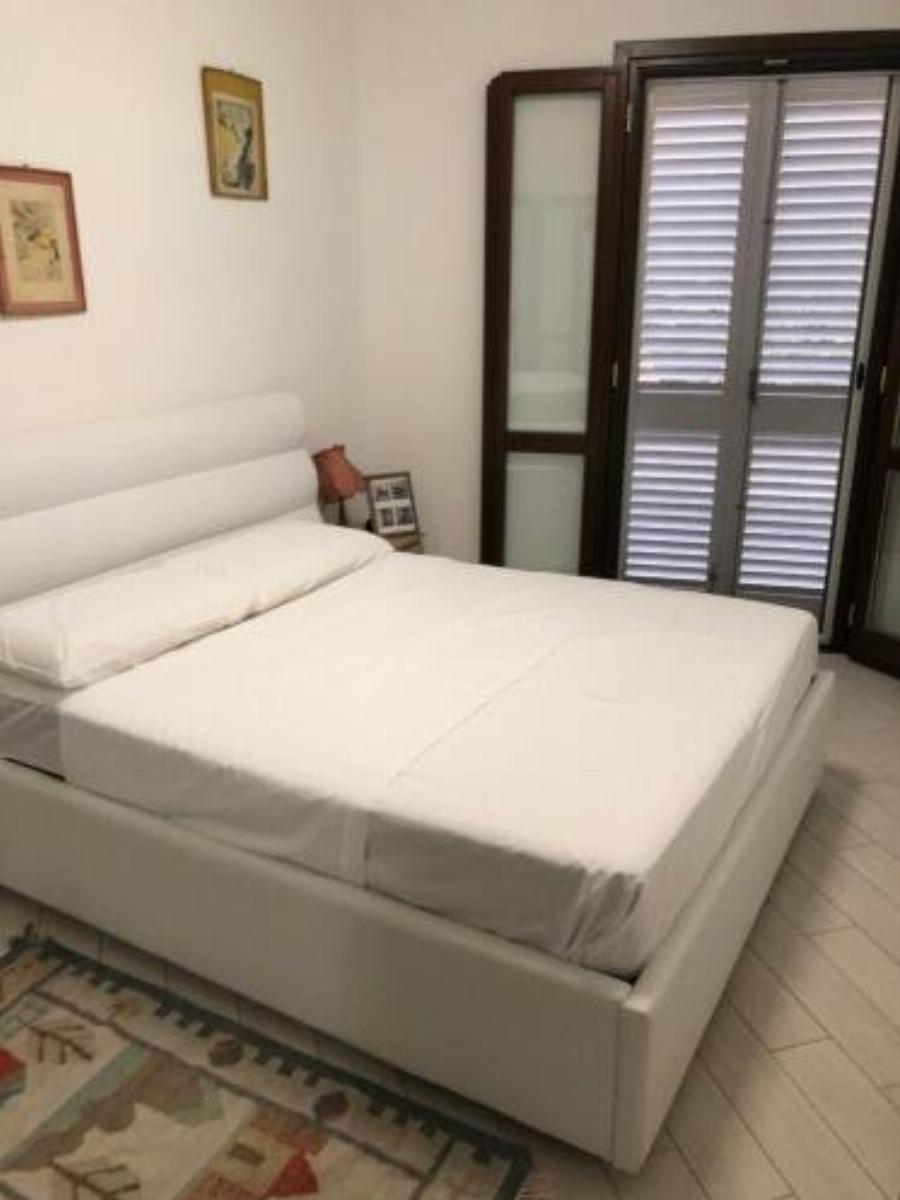 Casa indipendente con soggiorno cucina 2 camere da letto, divano letto, un bagno giardino e parcheggio privato Valledoria